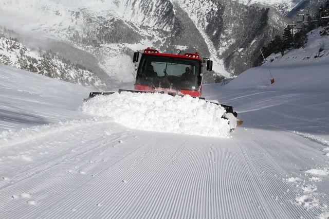 Retrac pisando nieve - Vallnord