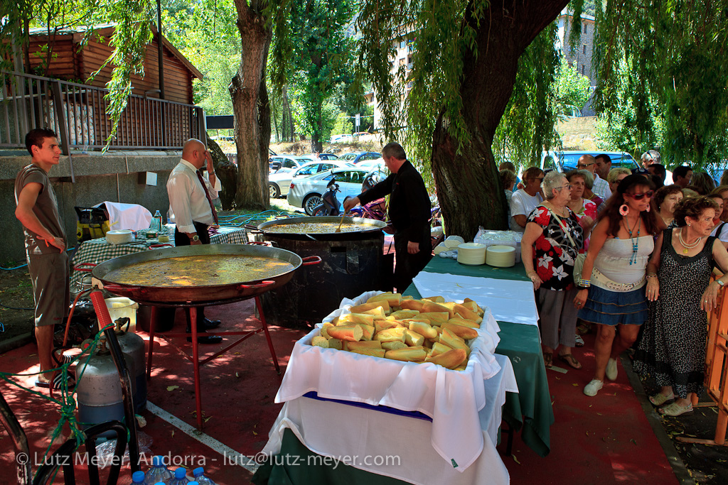 Free food for everyone: Paella, Piscina Riberaygua, Festa Major, Santa Coloma, Andorra la Vella, Andorra, Pyrenees