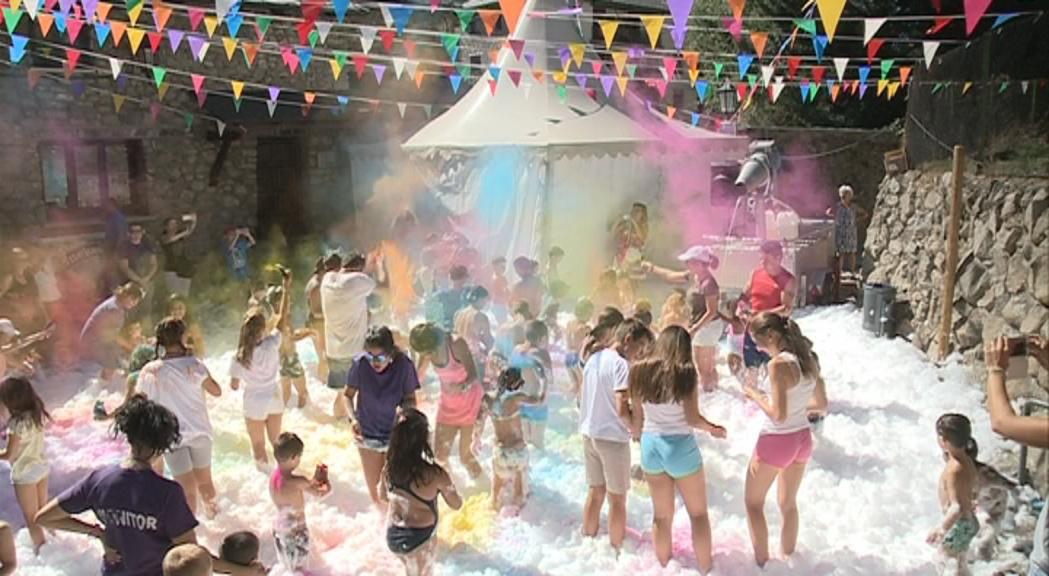 Holly-Party-Santa-Coloma