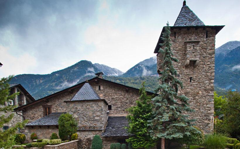 Fachada posterior y Torre de vigilancia